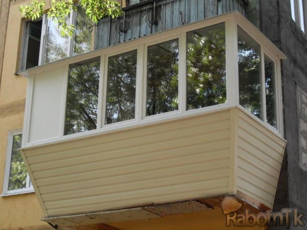 Балкон с выносом подоконника / отделка и остекление балконов.