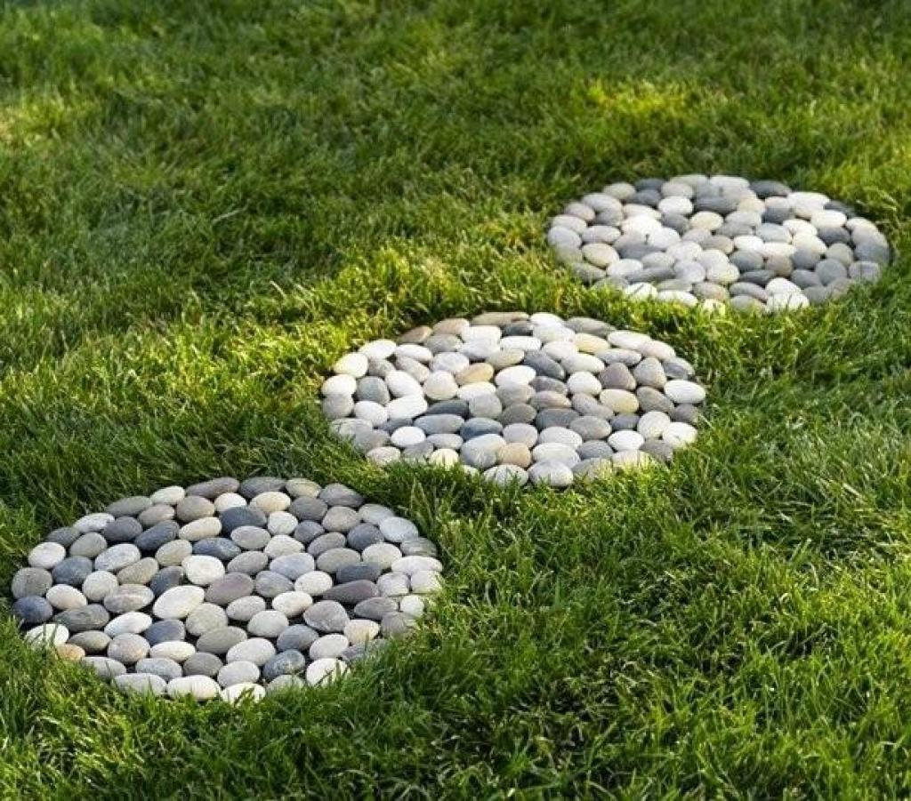 Из чего можно сделать дорожку в саду своими руками 15