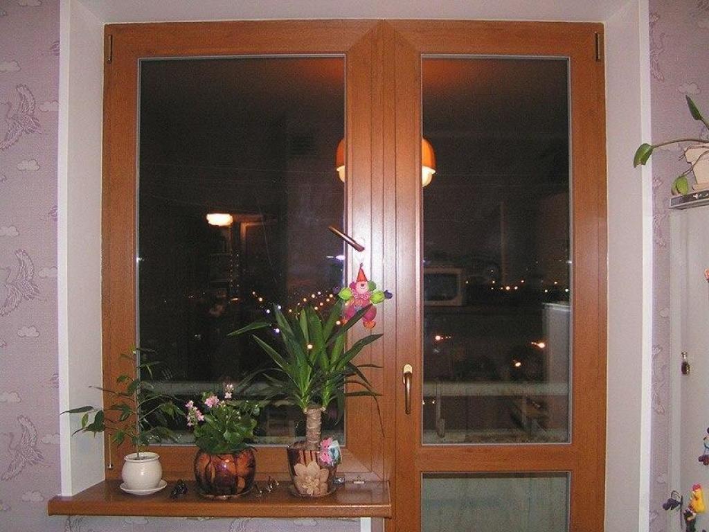 Коричневые окна на лоджии фото.